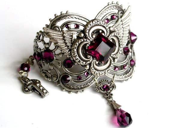 brazalete joyería estilo gótico